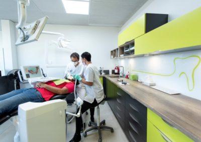 Dr. Elie BITAR invisalign orthodontie implant